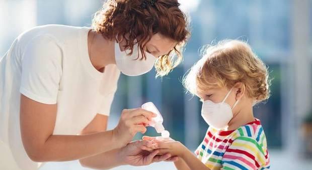 Coronavirus, un bambino su due è asintomatico. I pediatri: «Potrebbero veicolare il virus, necessari i test»