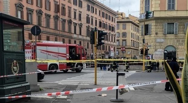 Roma, zaino sospetto alla stazione Ottaviano: chiusa la metro, artificieri in azione