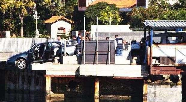 L'auto nella quale sono stati trovati i romeni uccisi
