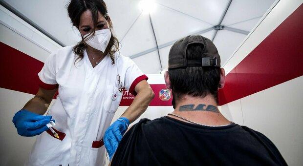 Vaccino, i giovani guidano corsa a dosi: indietro gli over 50. Regioni: male la Sicilia, sorpresa Molise