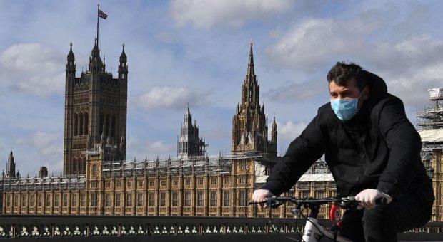 Coronavirus, Londra ai cittadini: «Niente assalto ai supermercati»