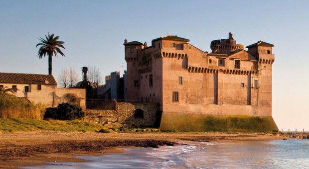 Cadavere vicino al Castello di Santa Severa: sulla spiaggia una lettera d'addio