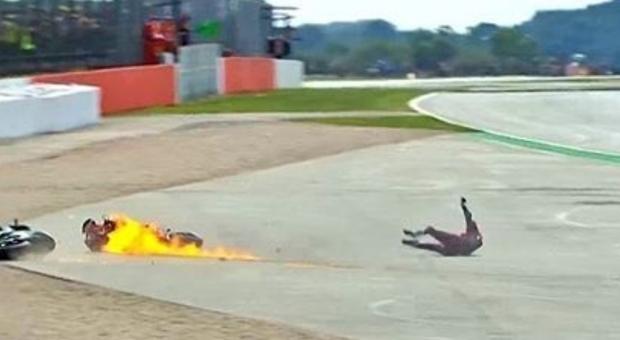 Moto Gp, incidente tra Quartararo e Dovizioso: Ducati a fuoco, il pilota italiano in ospedale