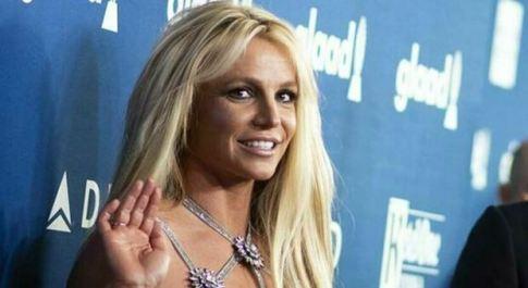 Britney Spears «vuole ritirarsi ufficialmente»: il manager della popstar si dimette dopo 25 anni