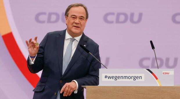 Germania, Armin Laschet è il nuovo presidente della Cdu: finisce l'era Merkel