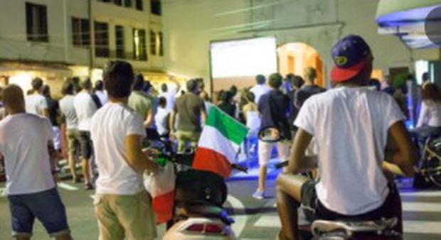 Italia-Inghilterra e Wimbledon, maxischermi in spiaggia: da Ostia a Fregene, dove vederla
