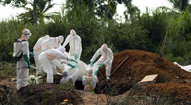 Allarme ebola, emergenza internazionale. Msf: «Epidemia fuori controllo»
