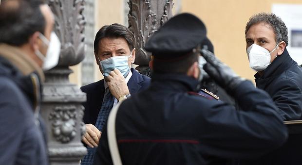 Sondaggi politici, Ipsos: Conte in testa su gradimento leader, Renzi ultimo