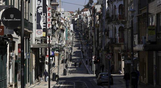 Una strada deserta di Porto
