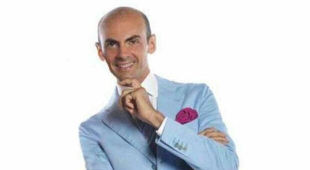 Capodanno, Enzo Miccio detta il dress code: «No a tute e ciabatte anche se state in casa»