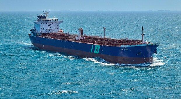 Petroliera colpita da nave bomba nel Mar Rosso: è terrorismo per l'Arabia Saudita