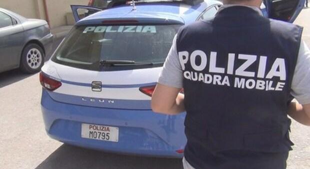 Bologna, donna trovata morta in un cassonetto: il fidanzato impiccato in casa