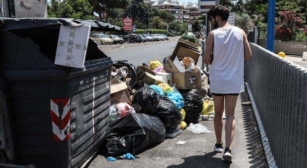 Rifiuti a Roma, per l'Ama «tutto regolare»: ma ecco le strade dell'emergenza