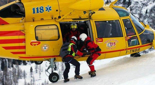 Sbaglia appiglio in cordata, cadono in nove: 2 morti, uno è l'ex meccanico di Biaggi e Capirossi. Austria: altre 5 vittime