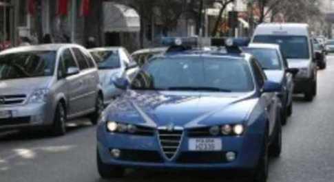 Ancona, nasconde la droga nelle mutande. Vede i poliziotti e la infila in bocca