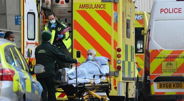 Covid, allarme Uk: 1000 morti e 62mila casi. A Londra contagiato un residente su tre