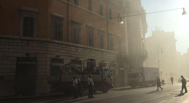 Roma, torna la paura a palazzo Bassetti: dopo l'incendio di ieri nuovo rogo