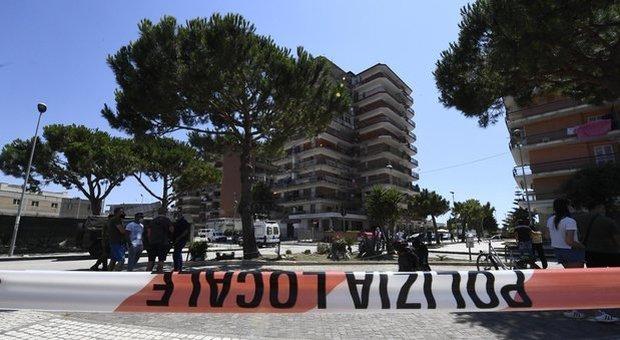 Focolaio Mondragone, stabilimenti deserti e rabbia tra i residenti: «C'è il panico»