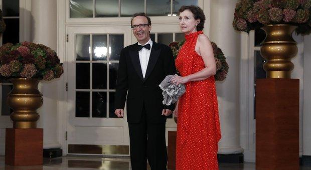 Usa, lo show di Benigni alla Casa Bianca: «Sto cercando una casetta vicino all'orto di Michelle»