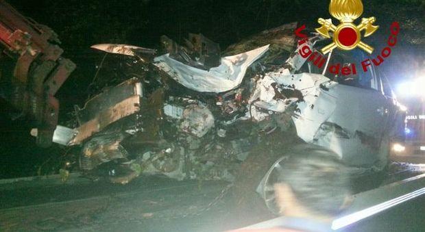 Roma, schianto frontale tra due auto: sei feriti, gravi quattro ragazzi