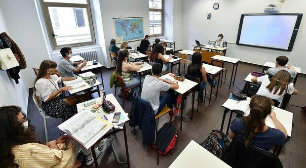 Scuola, lezioni da casa per tutto l anno. Alle superiori senza sicurezza avanti online