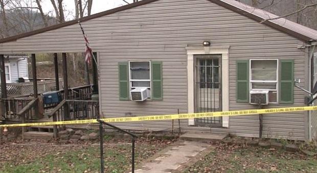 Famiglia sterminata in casa: sedicenne accusato di aver ucciso coppia e due bambini di 3 e 12 anni