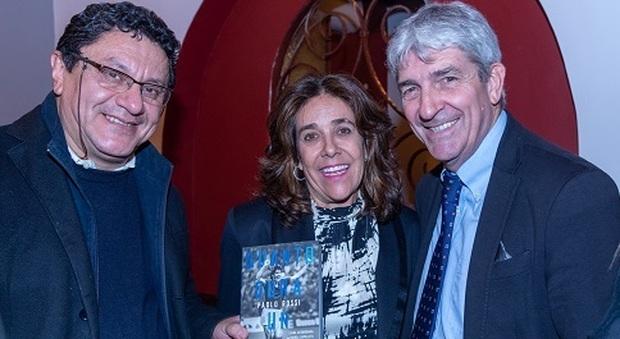 Nèstor Pongutà Puerto con l'ambasciatrice della Colombia Gloria Isabel Ramirez Rìos e Paolo Rossi