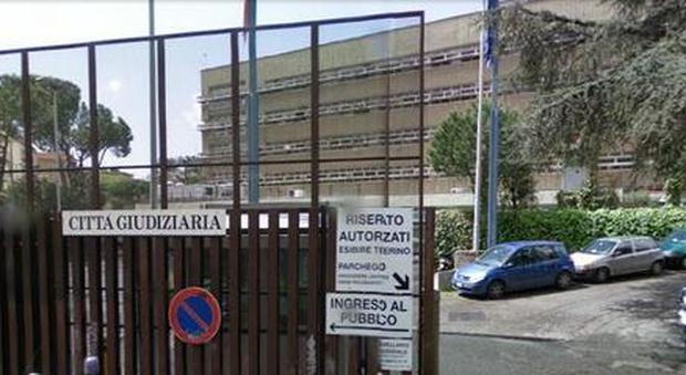 L 39 avvocato e la mazzetta anti pignoramento rivuoi l 39 alloggio servono cinquemila euro - Pignoramento prima casa 2017 ...