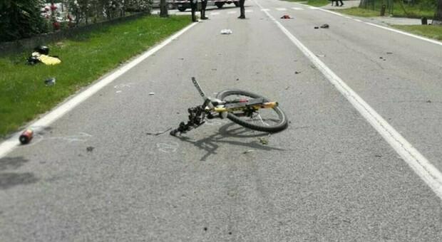 Gallipoli, auto travolge due bici: muore un 21enne. Conducente con precedenti per guida in stato di ebbrezza