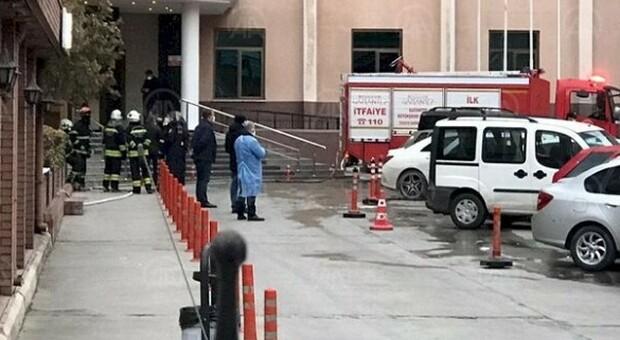Turchia, incendio in un ospedale Covid: otto morti, i pazienti avevano tra i 56 e gli 85 anni