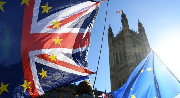 Brexit, c'è l'intesa fra Londra e Bruxelles: May convoca il governo per il via libera