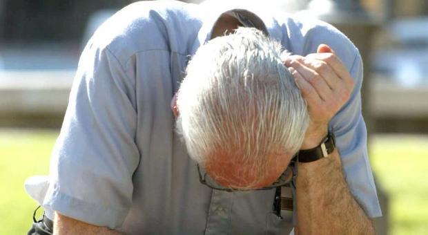 Caldo, attenzione al malato di Alzheimer: la disidratazione fa aumentare lo stato confusionale