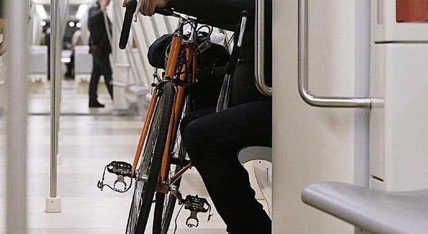 Roma, Raggi: ok a bici su metro, tram e bus in qualsiasi orario
