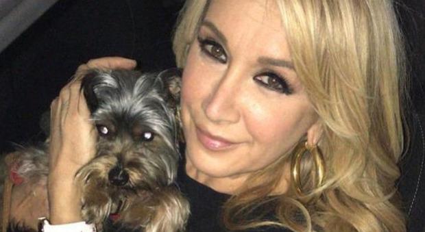 Barbara D'Urso, Simona Tagli spiazza tutti a Pomeriggio 5: «Non faccio sesso da 10 anni, voglio infrangere il voto». Lei reagisce così