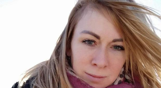 Uccide a coltellate la compagna davanti alle due figlie e le rapisce: inseguito e arrestato a Sassari