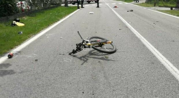 Ciclista travolto da un tir a Frosinone, viene multato perché non aveva il campanello