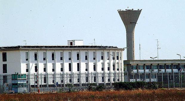 Taranto, vantaggi a un detenuto per reati di mafia: sospesa la direttrice del carcere