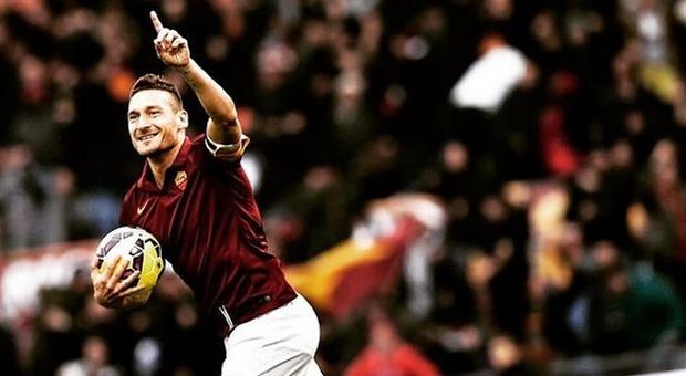Lazio-Roma, Francesco Totti incita la squadra: