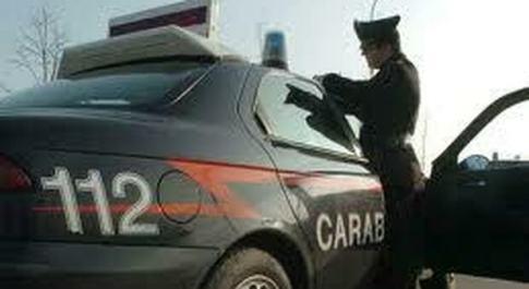 Lascia i soldi nel bancomat, li ritrova dai carabinieri
