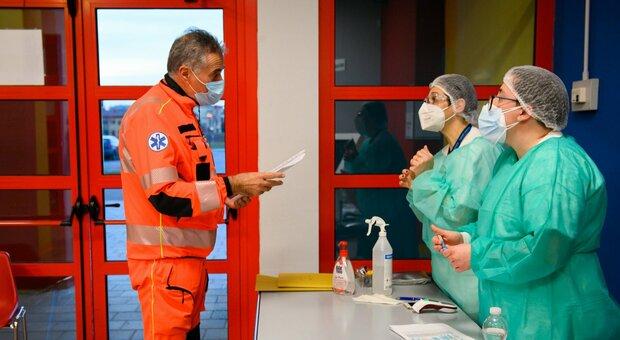 Bollettino Emilia-Romagna, i nuovi casi superano di nuovo quota 2mila. Fra i 55 morti, anche un uomo di 57 anni