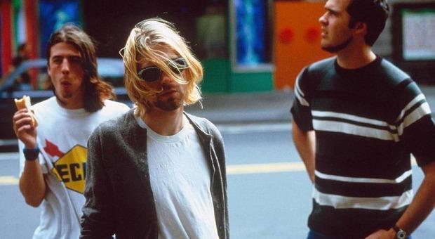 """""""Kurt wash here"""": la figlia del leader di Kurt Cobain lancia una collezione con i disegni originali del padre"""