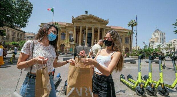 Vacanza in Spagna, 15 ragazze contagiate al rientro a Rosolini: erano tutte vaccinate. Si teme la variante Delta