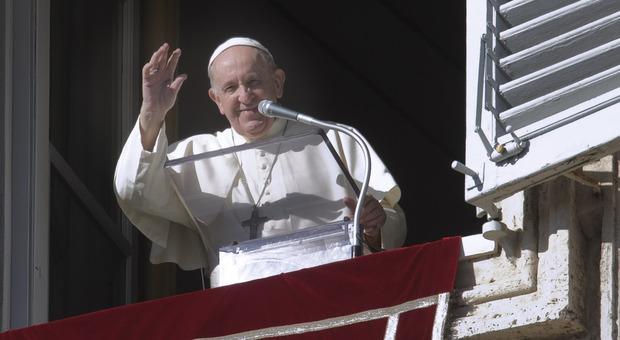 Papa Francesco per la prima volta ammette la persecuzione in Cina degli Uiguri ma ancora evita il Dalai Lama