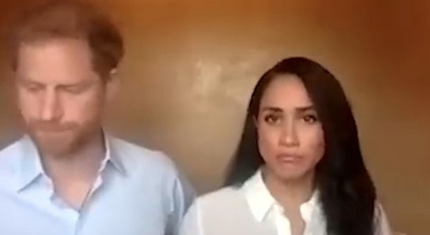 Harry e Meghan, l'esperta di linguaggio del corpo: «Il principe è chiuso e intrappolato»