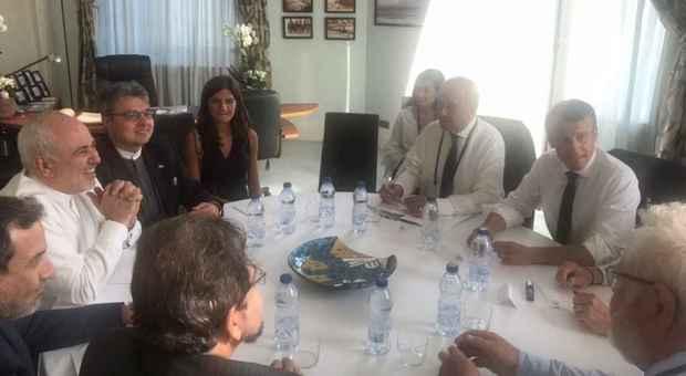 Iil ministro degli Esteri iraniano Zarif a sorpresa al vertice G7 di Biarritz