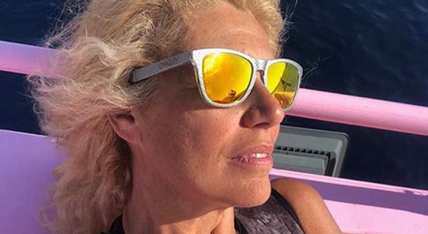 """Maria Teresa Ruta in lacrime a """"Storie italiane"""": «Incosciente e leggera con i figli. Dovevo esserci di più»"""