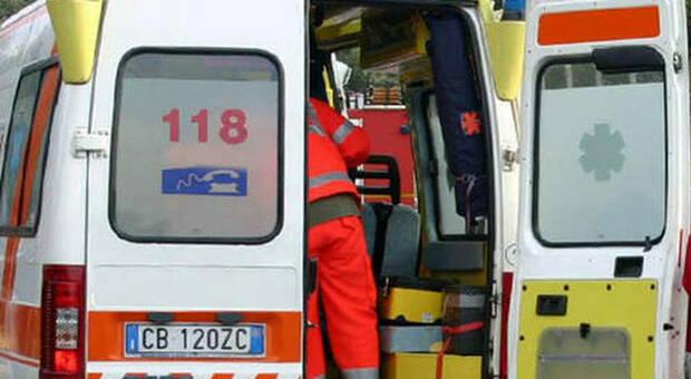 Brescia, ragazzo di 20 anni scappa dalla polizia e viene investito da un furgone: è grave