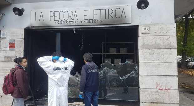 Roma, incendio alla caffetteria antifascista Pecora Elettrica: oggi la visita del ministro Franceschini