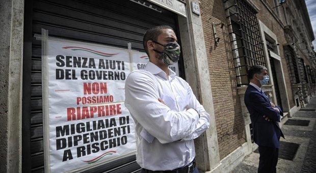 Fase 2 Roma, negozi e ristoranti restano chiusi per protesta: «Da governo misure insufficienti, è scontro sociale»