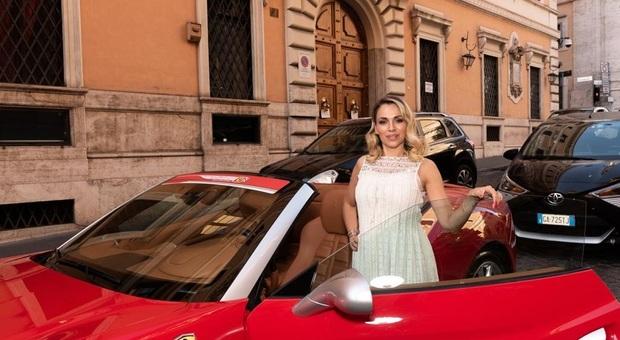 Brindisi a via della Mercede tra il rosso delle Ferrari e tanti vip